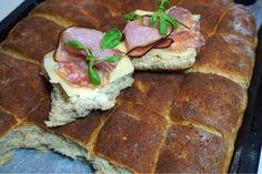 Råghavrerutor i långpanna - Victorias provkök Scones, Biscuits, Sandwiches, Pork, Food And Drink, Victoria, Meat, Recipes, Drinks