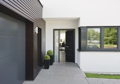 #bungalow #groundlevel #ebenerdig Inviting entrance.  Willkommen!