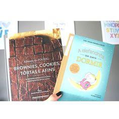 Livrinhos que chegaram por aqui!!! Brownies cookies tortas e afins (alguém quer eu engorde mais...ó céus!!!  )  Recheado com a sabedoria culinária de diversas gerações belas fotografias e dicas às quais você vai recorrer com frequência Brownies cookies tortas e afins é o livro de receitas perfeito para quem quer preparar algo saboroso todos os dias. Organizado pelos editores do site Food52 este livro vai ajudar você a fazer doces caseiros muito saborosos - mesmo quando você estiver ocupado…