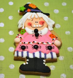 These 3 witches are so cute. I wonder if I could use a gingerbread girl cookie cutter to make them?
