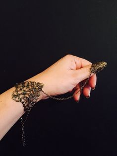 Items similar to Slave bracelet with claw ring,hand harness or chain bracelet made with , a vintage style filigree in brass color, adjustable chain. on Etsy Hand Jewelry, Bling Jewelry, Unique Jewelry, Chain Rings, Slave Bracelet, Brass Color, Bracelet Making, Bling Bling, Filigree
