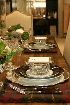 After showing you all those fun dining tables on day we felt we had to move to the table top. Check out these great ideas to create a happy experience at the table! Elegant Table Settings, Beautiful Table Settings, Setting Table, Fine Dining, Dining Table, Dining Room, Boho Home, Christmas Table Settings, Christmas Tablescapes