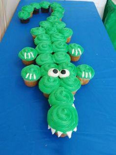 Alligator cupcakes for a WILD birthday! Parties hosted at the Let's Party Pa… Alligator Cupcakes zum WILDEN Geburtstag! Im Let's Party Painters Studio (Corbin City, NJ) veranstaltete Partys Fun Cupcakes, Birthday Cupcakes, Cupcake Cakes, Jungle Cupcakes, Tractor Cupcake Cake, Zoo Animal Cupcakes, Animal Birthday Cakes, Olaf Birthday, Kid Cakes