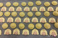 Macarons anges à la vanille, étape de production: ganache à la vanille. Macarons, Collections, Sugar, Cookies, Desserts, Noel, Vanilla, Crack Crackers, Tailgate Desserts