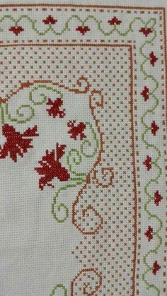 Cross Stitch Borders, Cross Stitch Flowers, Cross Stitch Designs, Hand Embroidery Design Patterns, Easy Crochet Patterns, Mantel Azul, Palestinian Embroidery, Prayer Rug, Yarn Shop
