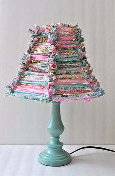 Cover an old wire lampshade w/scraps of frayed fabric. All you do is tie the fabric to the sides of wire lampshade frame :) awesome! Wire Lampshade, Fabric Lampshade, Lampshade Ideas, Lampshade Redo, Lamp Shade Frame, Dyi Lamp Shades, Homemade Lamp Shades, Ribbon Lamp Shades, Quilt Block Patterns