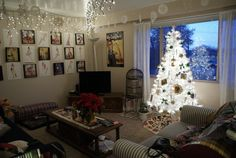Simple Christmas. And gotta love the white tree.