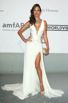 Cannes es una fiesta: todas los looks de la gala amfAr  Alessandra Ambrosio  El escote más impactante de la noche lo firmaba Roberto Cavalli.