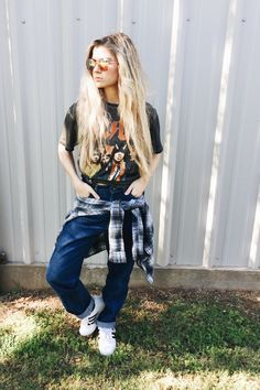 band tees & mom jeans   Outfit Post