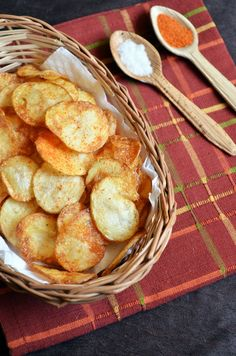 Potato chips recipe: Easy to make potato chips,potato chips just like we get in shops,spicy and crunchy,recipe @ http://cookclickndevour.com/2014/12/easy-potato-chips-recipe.html