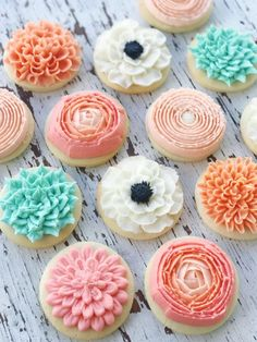 Buttercream Garden Flower Cookies | Mother's Day Cake Ideas || JennyCookies.com