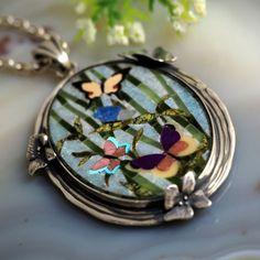 Joyería de plata esterlina colgante mosaico mariposas collar de Izovella en Etsy https://www.etsy.com/es/listing/497678614/joyeria-de-plata-esterlina-colgante
