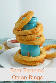 Beer Battered Onion Rings Recipe - Crunchy and crispy homemade beer battered onion rings. Dip in a spicy chipotle remoulade or eat alone. www.savoryexperiments.com