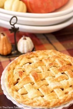 Maple Bourbon Apple Pie Recipe PLUS Holiday tablescape decorating tips from a Pottery Barn Design Specialist. Info on my Pop Up Pie Shop events in Dallas, Oct 22&23 + Nov 12&13.