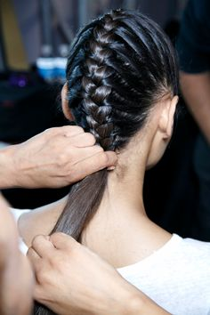 10 Weird Hair Tricks That Really Work | StyleCaster - DIY your own dry shampoo for darker hair so that you can skip washing your hair! Mix 2 tablespoons of cocoa powder, 2 tablespoons of corn starch, and a dash of cinnamon. Apply at your roots and shake through with your fingers for a refreshed head of hair!