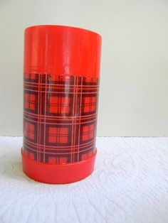 plaid vintage thermos. love the look.