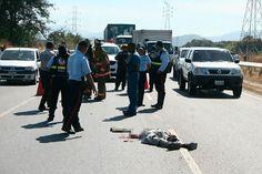 Iba a comprar comida y murió arrollado por un camión en la ARC  http://www.facebook.com/pages/p/584631925064466