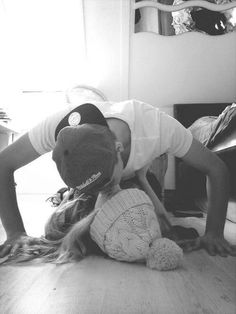 imagine spending time with your crush & kissing him like this... pic.twitter.com/RUpuFFE7Kc
