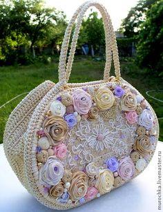 "Сумочка ""Легкое дыхание"" с цветами из атласных лент Unique Purses, Handmade Purses, Embroidery Bags, Silk Ribbon Embroidery, Purse Patterns, Crochet Patterns, Fancy Hands, Crochet Purses, Crochet Bags"