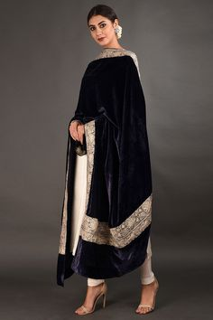 Kashmiri Silver Tilla Embroidered Midnight Blue Dupatta with Suit Simple Pakistani Dresses, Pakistani Bridal Dresses, Pakistani Dress Design, Pakistani Outfits, Indian Outfits, Velvet Pakistani Dress, Pakistani Clothing, Velvet Suit Design, Velvet Dress Designs