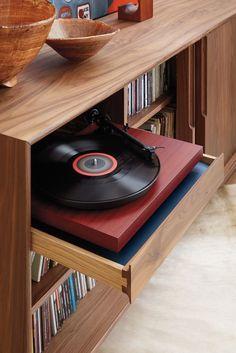 mobiliario moderno de mediados de siglo no está pasando de moda Living Furniture, Modern Furniture, Modern Interior, Furniture Sets, Record Player Stand, Record Players, Home Music Rooms, Vynil, Record Cabinet
