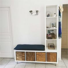 The IKEA Kallax collection Storage furniture is an essential part of any home. Trendy and delightfully easy the corner Kallax from Ikea , for example. Ikea Design, Ikea Hack Bench, Ikea Hack Bathroom, Ikea Kitchen, Ikea Entryway, Entryway Ideas, Ikea Storage Cabinets, Ikea Kallax Regal, Ikea Kallax Hack
