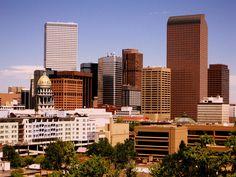 How do I start an essay comparing Chicago and Colorado?