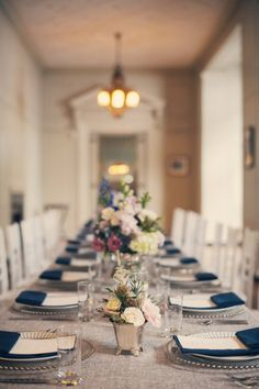 navy & white tablescape