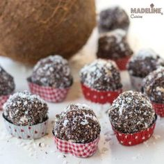 Bomboane raw de cocos si cacao / Raw coconut cocoa truffles