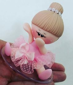 *SORRY, no information as to product used Polymer Clay Dolls, Polymer Clay Crafts, Kids Clay, Christmas Crafts, Christmas Ornaments, Cute Clay, Clay Figurine, Fondant Figures, Pasta Flexible