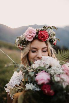 Bridal Flowers #bride #flowers #sunset #mountain Bride Flowers, Bridal Bouquets, Portrait, Wedding Day, Mountain, Crown, Sunset, Photography, Bridal Flowers