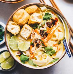 Coconut Curry Noodles - a delicious, comforting bowl of noodles that is vegetarian and gluten free! Soup Recipes, Vegetarian Recipes, Dinner Recipes, Healthy Recipes, Vegetarian Curry, Tofu Curry, Indian Food Recipes, Asian Recipes, Whole Food Recipes