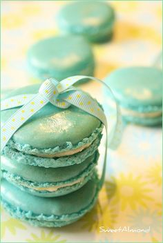 macarons and turquoise Blue Macaroons, French Macaroons, My Favorite Color, My Favorite Things, Bleu Pastel, Turquoise, Aqua, Blue Christmas, Color Azul