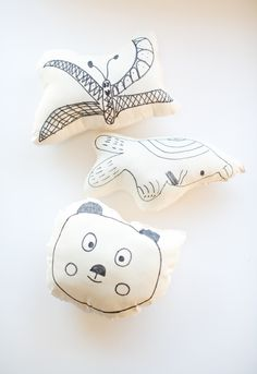 hello, Wonderful - DIY KID'S ART ON A PILLOW: EASY SEWING PROJECT FOR KIDS
