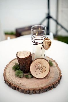 Cool 50 Modern Winter Wedding Table Decoration Ideas. More at https://50homedesign.com/2018/01/14/50-modern-winter-wedding-table-decoration-ideas/