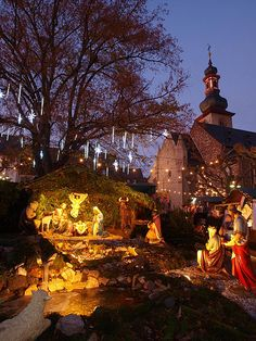 The beautiful life-sized Nativity at the Christmas Market in Rüdesheim - on the Rhine River in Germany Christmas In Germany, German Christmas Markets, Christmas Markets Europe, Christmas Town, Merry Christmas To You, Christmas Travel, Christmas Scenes, Christmas Lights, Christmas Holidays