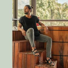 Men Sandals, Leather Sandals, Male Fashion Trends, Men's Fashion, Spring Summer Fashion, Spring Outfits, Mens Hairstyles With Beard, Top Bun, Barefoot Men