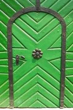 Where does this green door lead to? Cool Doors, Unique Doors, Knobs And Knockers, Door Knobs, Gates, Door Gate, Closed Doors, Doorway, Windows And Doors