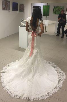 Dit is de prachtige achterkant van de #trouwjurk die we hebben ontworpen 😍 Maak ook snel een afspraak! #weirdcloset