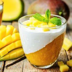 Rezept für eine Low Carb Joghurtmousse mit Mangopüree - ein einfaches Dessert-Rezept für eine kalorienarme, kohlenhydratarme Süßspeise ohne Zusatz von Zucker ...