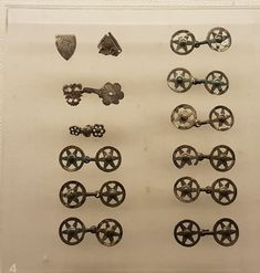Hooks and eyes from a hoard found in Rådved near Horsens. Date ca 1368 ad. Medieval Crafts, Medieval Clothing, European History, 14th Century, Fasteners, Vintage Sewing, Pouch, Hooks, Addiction