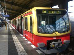 BR 481 als S41 über Messe/Nord/ICC,Westend und Jungfernheide im S-Bahnhof Berlin Westkreuz.(2009)