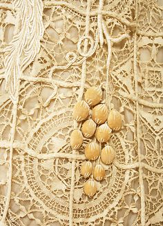 Detail of a dress, irish lace crochet and mixed techniques. 1904.