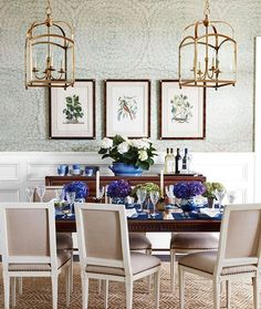Holidays are the best days. And we've got one just around the corner. Wouldn't you love to have your Thanksgiving dinner in this gorgeous dining room covered in our Feather Bloom wallpaper? #Schustagram by the very talented @andrewjhow, featured in this month's @housebeautiful. #featherbloom #Schumacher #diningroom #Thanksgiving #tablesetting #homedecor #interiordesign