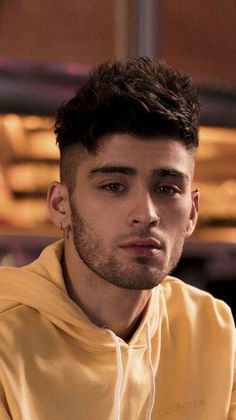 Fansite dedicated to the talented british pakistani singer and songwriter Zayn. Estilo Zayn Malik, Cabello Zayn Malik, Zayn Malik Hair, Zayn Malik Young, Liam Payne, Zayn Mallik, Zayn Malik Photos, Niall Horan, Ian Bohen