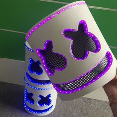 You can see through the DJ mask eyes and breath through mouth. 2 modes for the multicolor LED mask: flashing or no light. Dj Marshmello Costume, Marshmallow Costume, Marshmello Helmet, Marshmello Dj, Dulceros Halloween, Halloween Costumes Kids Boys, Boy Costumes, Halloween Cosplay, Costume Ideas
