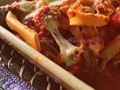 Pasta al horno con albóndigas al estilo de Apulia – Pasta al forno con polpette alla pugliese ~ La Hoja de Albahaca