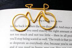 Los lectores, para marcar la página, utilizan objetos cotidianos poco duraderos. Presentamos 10 originales separadores de libros.