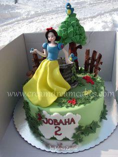 Snow White Cake - Inspired by Antonella di Maria Doll Birthday Cake, Dad Birthday Cakes, Disney Castle Cake, Disney Cakes, Snow White Cake, Carousel Cake, White Cakes, Character Cakes, Little Cakes