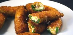 Jalapeno Poppers Recipe - Just looking for the best one. Jalapeno Poppers, Jalapeno Popper Recipes, Stuffed Jalapeno Peppers, Pepper Poppers, Jalapeno Jelly, Camarones Fritos, Arroz Frito, Poppers Recipe, Stuffed Peppers
